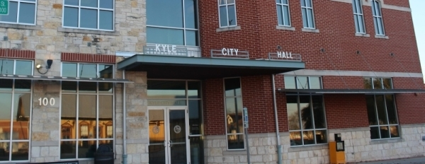 Two candidates are vying for the District 6 City Council seat. (Community Impact Newspaper)
