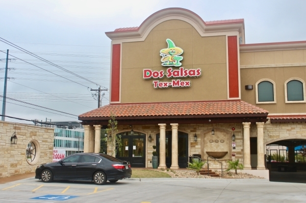 Dos Salsas is now open on Burnet Road. (Amy Denney/Community Impact Newspaper)
