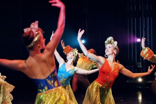 """Ballets with a Twist will bring """"Cocktail Hour: The Show"""" to the Eisemann Center on Feb. 28. (Courtesy Nico Malvaldi)"""