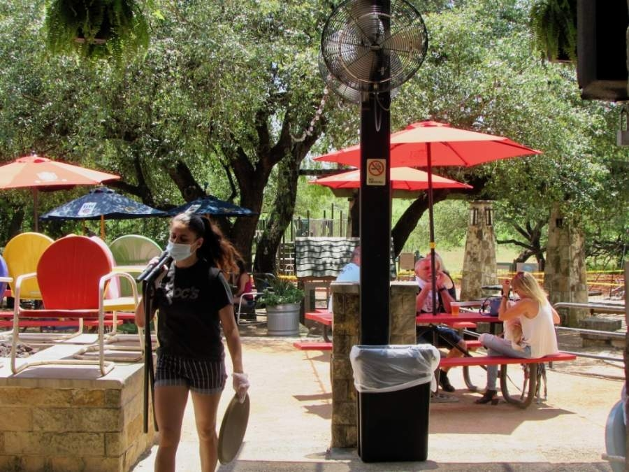 May 1 was the first day Texas restaurants were permitted to open their dining rooms and patios to dine-in customers during the coronavirus pandemic. (Nicholas Cicale/Community Impact Newspaper)