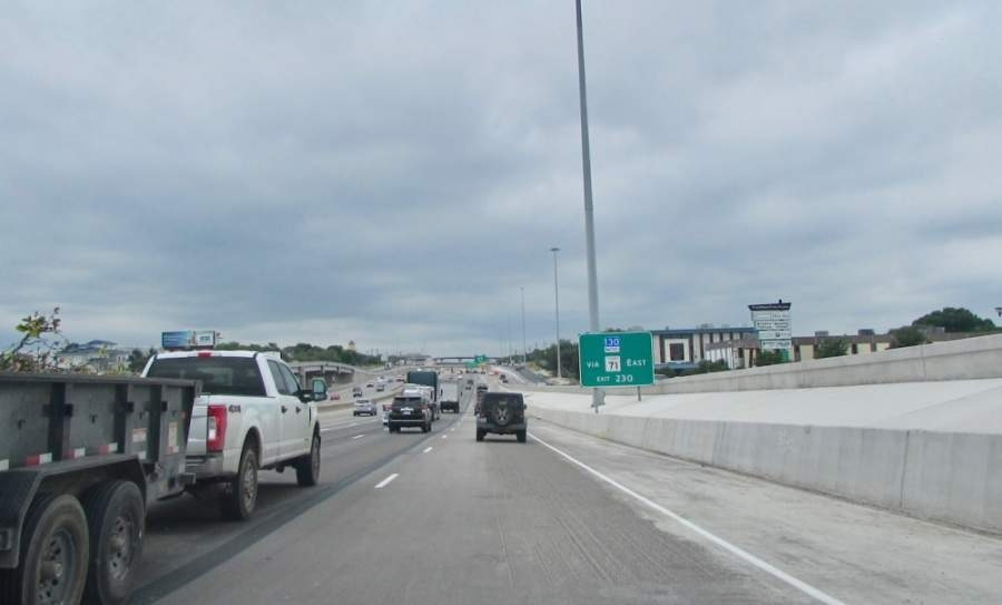 Motorists travel south on I-35 on May 7 heading toward the Stassney Lane exit. (Nicholas Cicale/Community Impact Newspaper)