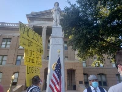 The Confederate soldier monument is located in front of the Williamson County Courthouse. (Ali Linan/Community Impact Newspaper)