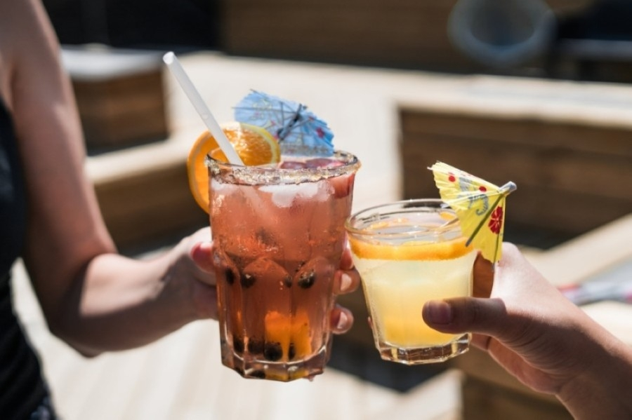 """The new order will affect restaurants, restaurants that have become bars """"in practice"""" and other businesses that serve alcohol, according to Mayor John Cooper. (Courtesy Pexels)"""