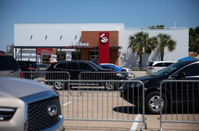 Jollibee opened with a fanfare of cars wrapped around its parking lot midday Aug. 20. (Liesbeth Powers/Community Impact Newspaper)