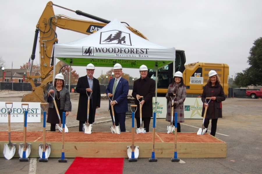 The Woodforest National Bank groundbreaking ceremony was attended by bank representatives and several city and county leaders and officials. (Courtesy Liz Grimm PR)