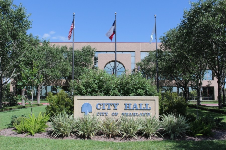 Raftelis Financial Consultants presented its review on the city of Pearland's utility billing department at the Jan. 25 council meeting. (Haley Morrison/Community Impact Newspaper)