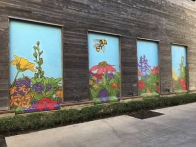 """A mural titled """"Bijou the Bee"""" was painted by local artist Avery Orendorf at the Hill Country Galleria in 2020. (Courtesy Giant Noise Public Relations)"""