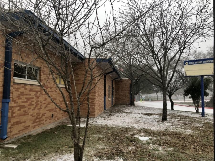Snow falls at Pecan Springs Elementary School in East Austin on Feb. 14. (Jack Flagler/Community Impact Newspaper)
