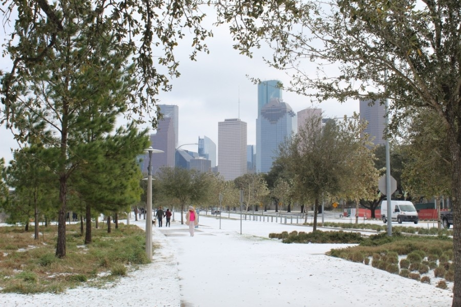 Buffalo Bayou Park is covered in layer of snow and ice. (Emma Whalen/Community Impact Newspaper)