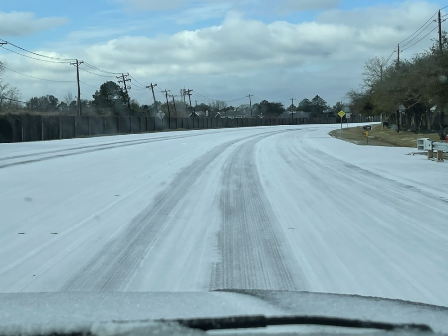 On Feb. 15, Parkwood Avenue in Friendswood saw a thin blanket of snow. (Courtesy Alison Daniel)