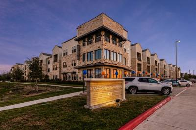 Features of the 249-unit community located near the San Marcos Outlet Malls include a resort-style pool, a volleyball court and a clubhouse. (Courtesy Kalterra Capital Partners)