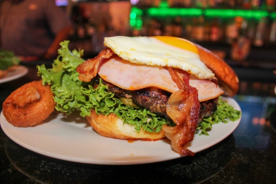 The Everything Burger ($12.99) features a fried egg, chorizo, bacon, ham and several other toppings. (Andy Li/Community Impact Newspaper)