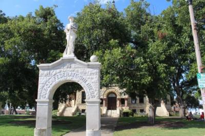 Confederate memorial outside the Denton County-Courthouse-on-the-Square