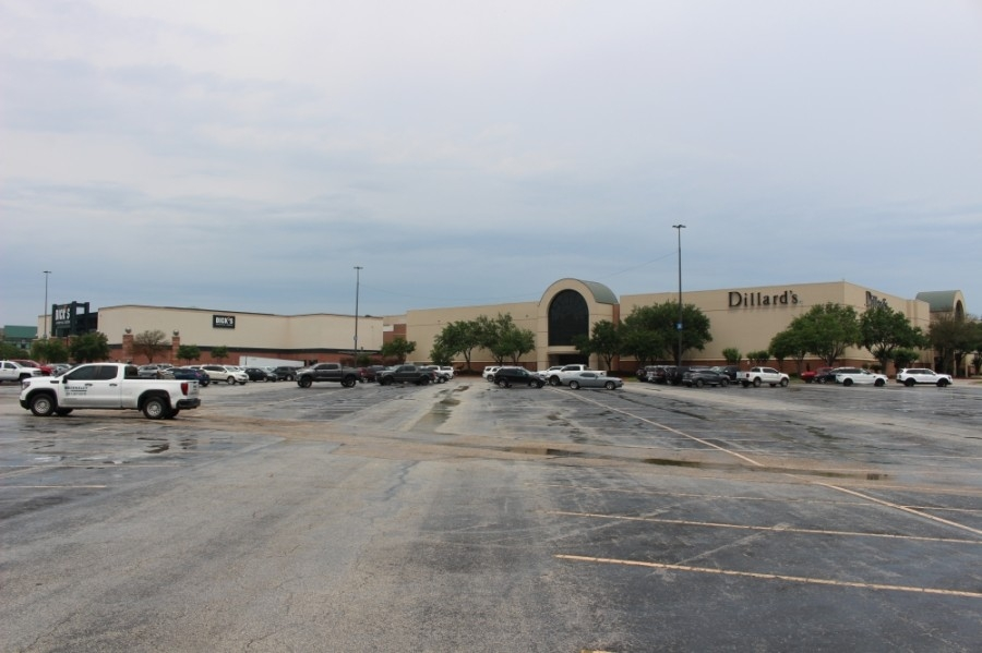 Two new stores came to The Woodlands Mall in April. (Andrew Christman/Community Impact Newspaper)