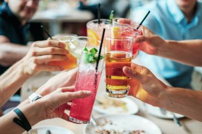House Bill 1024, signed into law May 12, allows restaurants and bars to permanently sell alcoholic beverages to-go. (Courtesy Pexels)