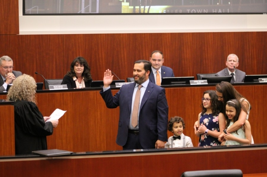 Shannon Dubberly raises his hand in front of a judge while being sworn in