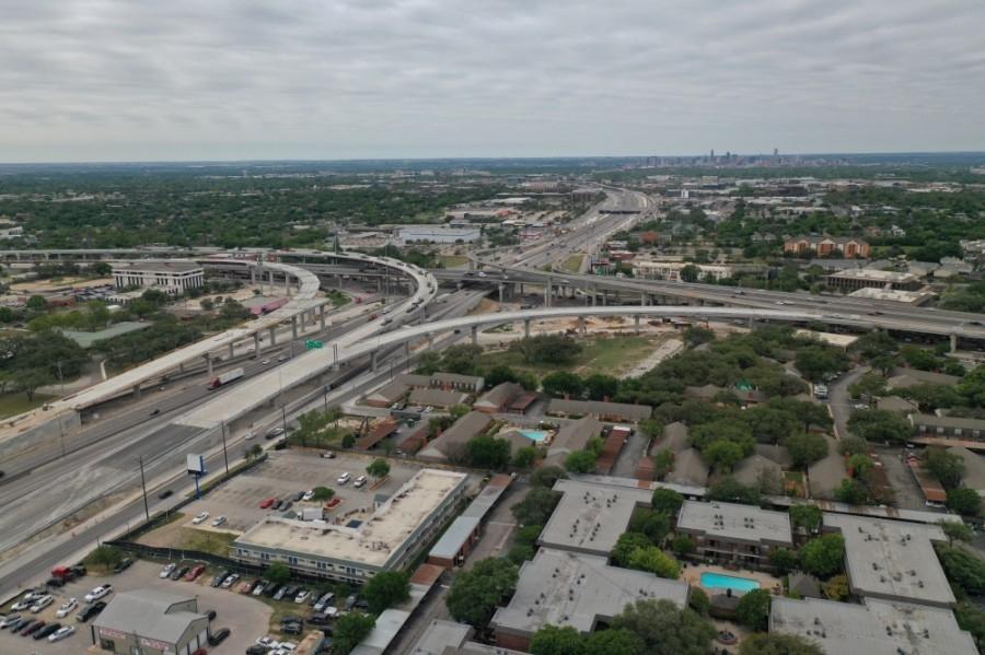 I-35 at US 183 interchange