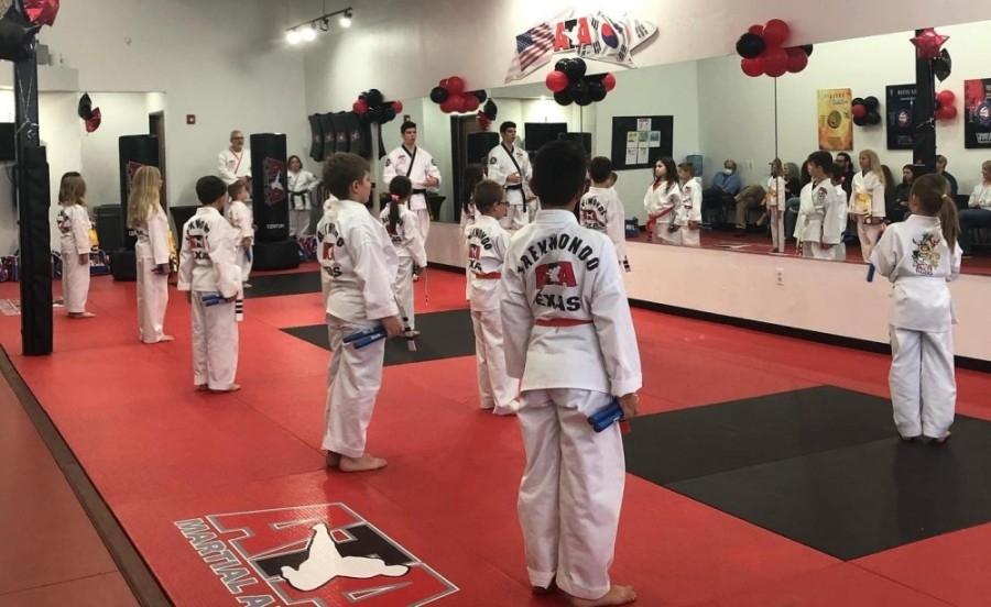 kids in martial arts class