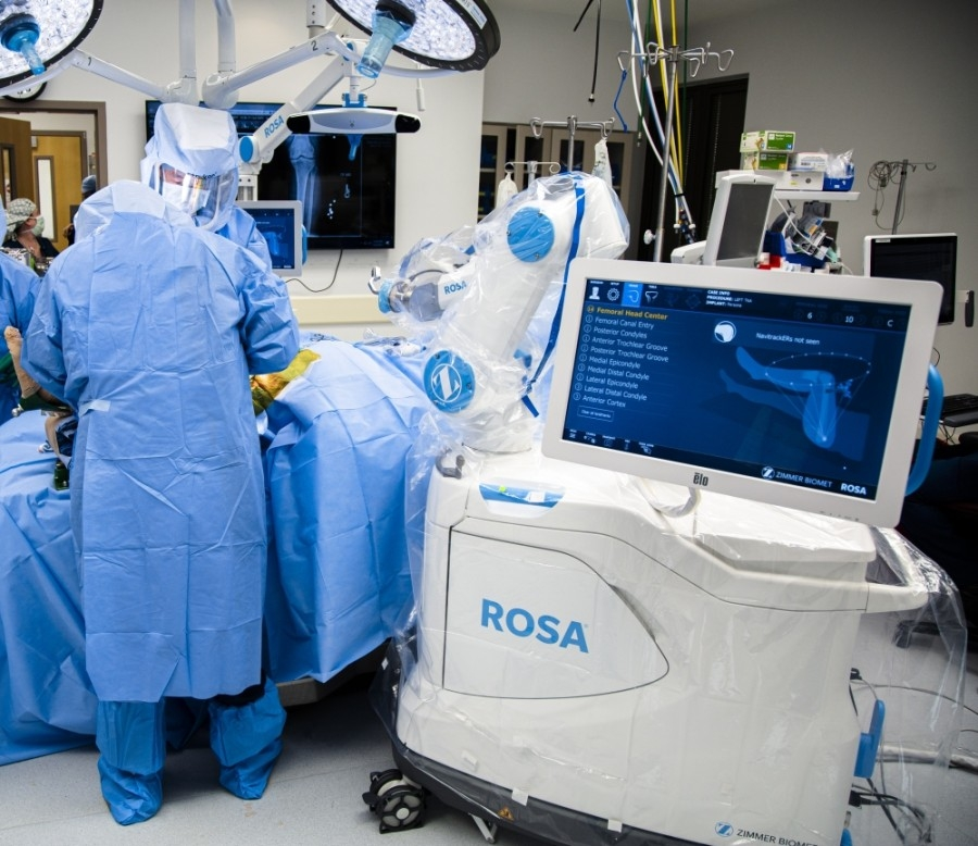 The robotic-assisted surgery technology known as the ROSA Knee System is used in total knee replacements. (Courtesy Houston Methodist Willowbrook Hospital)