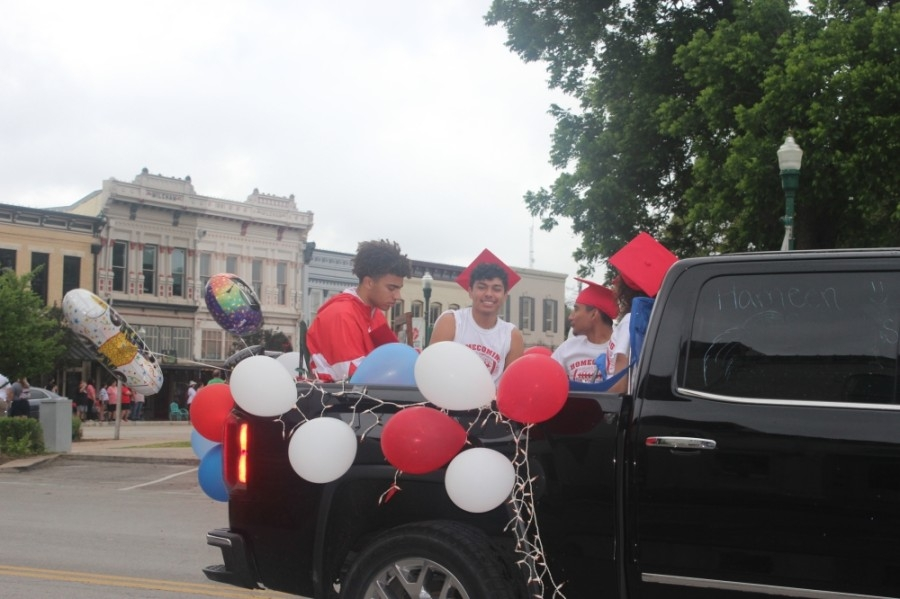GISD held a community parade at the Square to celebrate the class of 2021. (Fernanda Figueroa/Community Impact Newspaper)