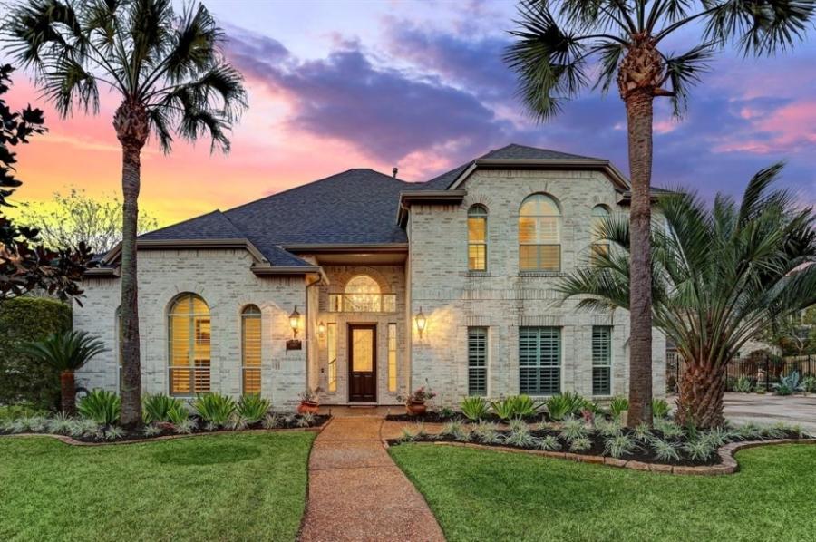 The Lakes of Buckingham Kelliwood neighborhood has 183 homes priced between $394,000 and $633,000.