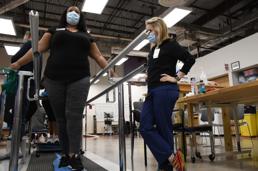 Longtime COVID-19 patient Mikkia Dawson works with her physical therapist as she battles to return to the workforce months after her initial diagnosis. (Hunter Marrow/Community Impact Newspaper)