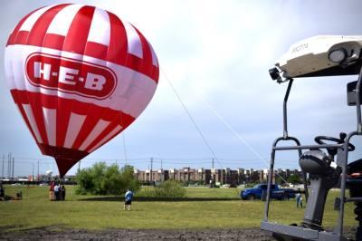 H-E-B balloon.