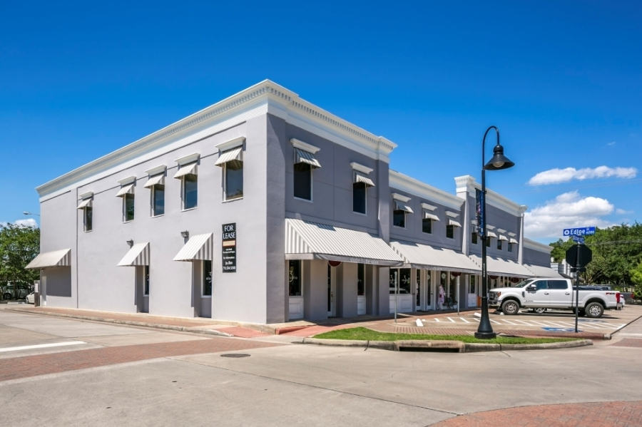 A new investment company has acquired a mixed-use retail office property at 3642 University Blvd., Houston. (Courtesy 35 South Capital)