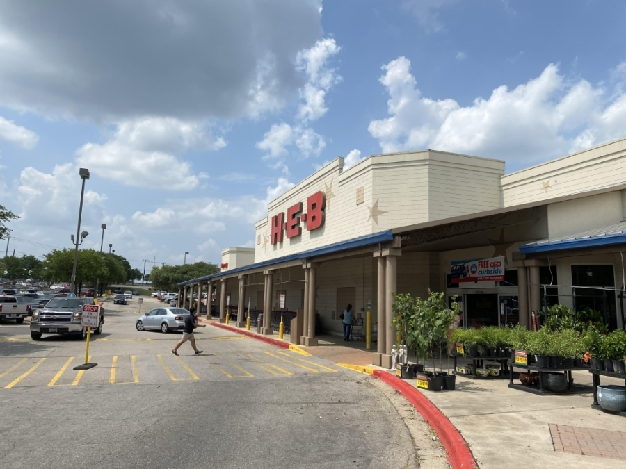 H-E-B has two stores in Georgetown, including one off I-35. (Trent Thompson/Community Impact Newspaper)
