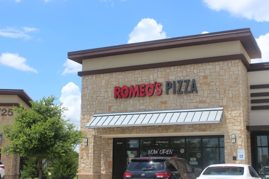 Romeo's Pizza offers hand-crafted pies using fresh ingredients. (Fernanda Figueroa/Community Impact Newspaper)