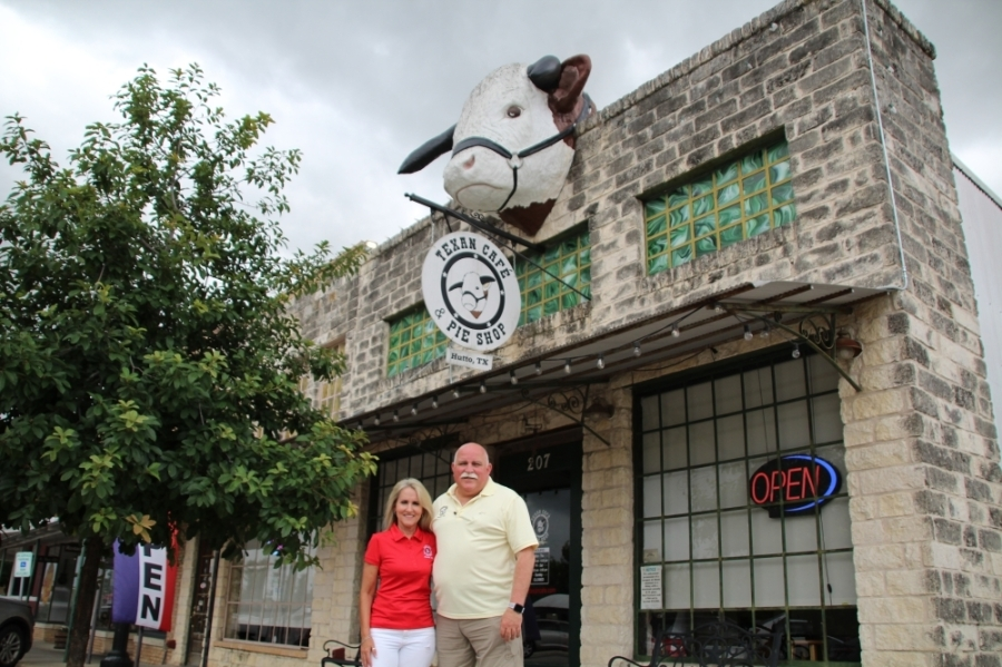Jenny and Warren Smith own the Texan Cafe. (Megan Cardona/Community Impact Newspaper)
