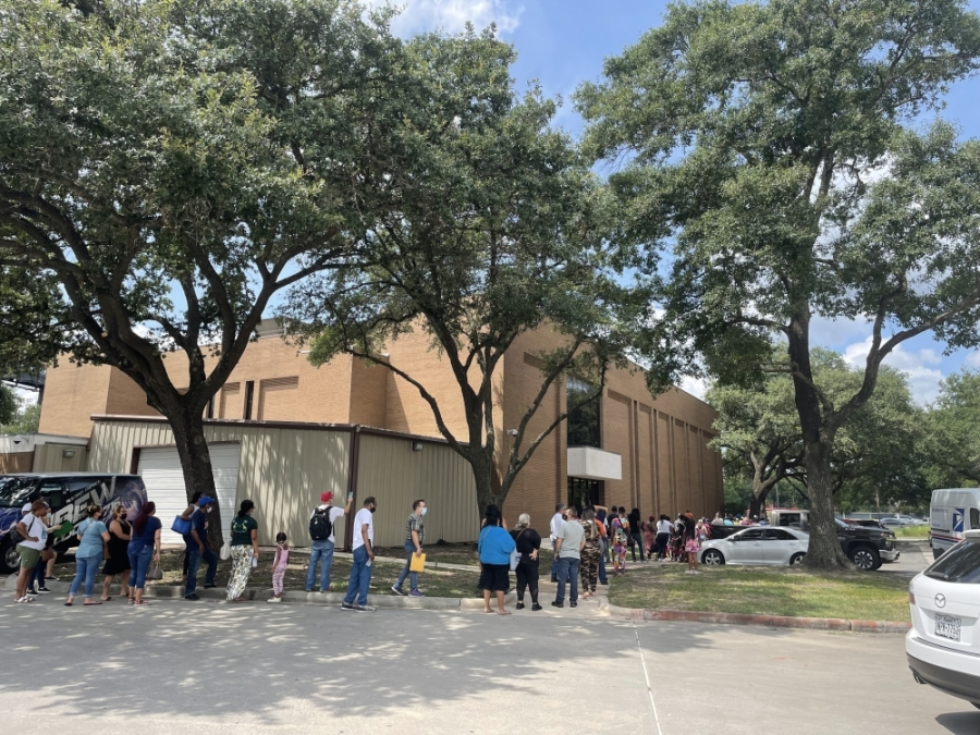 Over 1,200 people came to an event seeking financial assistance through Harris County on Aug. 3. (Emma Whalen/Community Impact Newspaper)