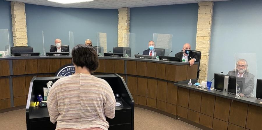 Amanda Maedgen, a capital improvement bond committee member, addressed City Council on Aug. 10. (Brian Rash/Community Impact Newspaper)