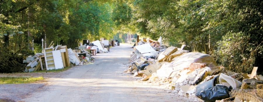 Following Hurricane Harvey, debris lined the streets in many parts of Harris County. (Danica Lloyd/Community Impact Newspaper)