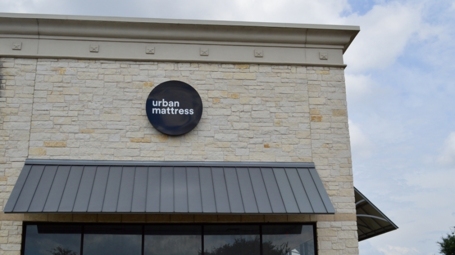The new Urban Mattress location is in The Parke shopping center. (Taylor Girtman/Community Impact Newspaper)