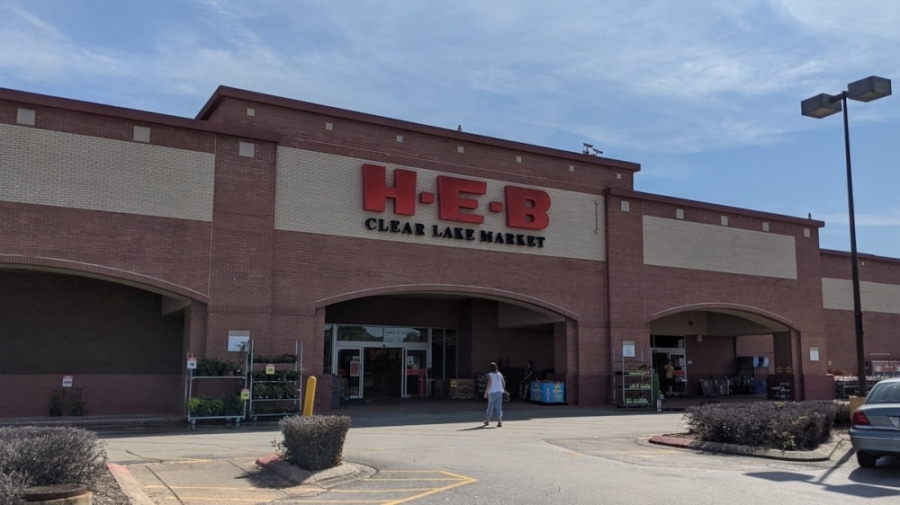 The Clear Lake H-E-B will be closing in December. (Jake Magee/Community Impact Newspaper)