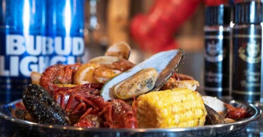 The restaurant will offer Asian-style Cajun seafood and full bar service. (Courtesy Happy Crab)