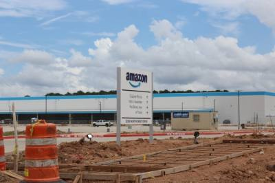 Amazon built a 219,000-square-foot delivery station in Spring that will open this week. (Emily Lincke/Community Impact Newspaper)