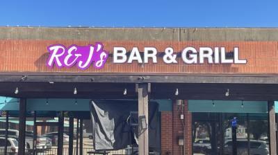 R&J's Bar and Grill held a soft opening earlier in September. (Sandra Sadek/Community Impact Newspaper)