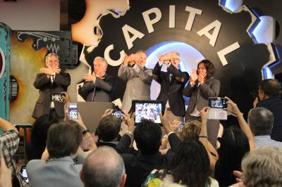 From left: Austin Mayor Steve Adler, state Sen. Kirk Watson, ACC President Richard Rhodes, Apple CEO Tim Cook and ACC IT employee Keelee Moseley do the hand sign for the Riverbat, ACC's mascot.