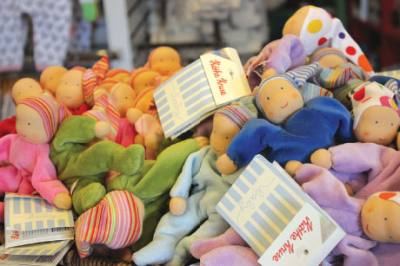 Two Peas in a Pod offers baby toys, furniture and apparel.