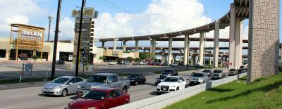 A proposal to add missing accessnroads along Toll 183A is gaining tractionnwith one area elected official andnthe Central Texas Regional MobilitynAuthority, which manages the toll road.