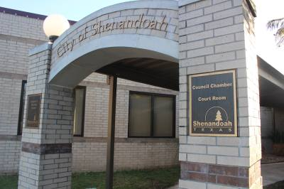 Shenandoah City Council members met with an Entergy representative to discuss power outages.