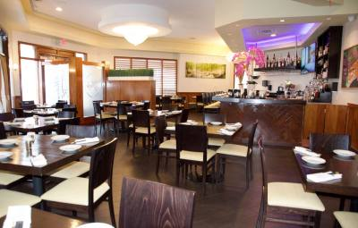 Jade, located in Davenport Village, offers a casual environment to taste dishes with an Asian flavor.