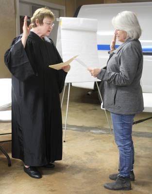 Judge Denise Thrash swore in new Volente City Council member Missy Thost at a regular council meeting Feb. 20. Thost was appointed to a vacant seat and joins Mayor Ken Beck, Mayor Pro Tem Chris Wilder and council members Bill Connors, Robert Mokry and Sean Ryan.