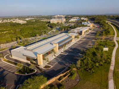 Developers of Lantana Place, the 325,000- square-foot, mixed-use development at William Cannon Drive and Southwest Parkway, have announced retail tenants.