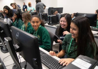 Students participate in the Innovate(her) Summit at UT Dallas.
