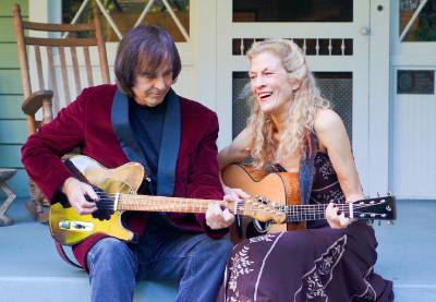 Jennings & Keller comprise an award-winning, nationally touring duo based out of Florida. They play the Lake Travis Community Library May 17.n