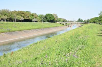 Houston City Council gave 13 acres of land to the Harris County Flood Control District for the construction of three detention basins along Brays Bayou.